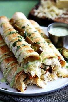 Slow Cooker Jalapeno Popper Chicken Taquitos from Creme de la Crumb sound amazing for a tasty dinner idea from the slow cooker! [featured on Slow Cooker or Pressure Cooker] Crock Pot Recipes, Crock Pot Cooking, Slow Cooker Recipes, Chicken Recipes, Cooking Recipes, Chicken Ideas, Crockpot Meals, Crock Pots, Bacon Recipes
