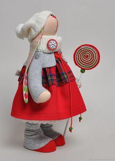 Зая с леденцом – купить или заказать в интернет-магазине на Ярмарке Мастеров   Зая сшита в стиле Тильда - игрушек. Хорошо стоит…