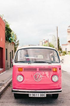 Travel in style in this retro pink Volkswagen van! Volkswagen Bus, Volkswagen Transporter, Vw T1, Pink Love, Pretty In Pink, Pink Pink Pink, Pastel Pink, Pink White, Black White
