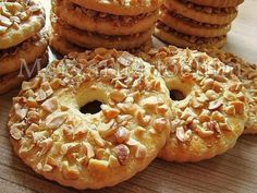 Sand rings with nuts / Culinary Universe Yummy Treats, Delicious Desserts, Yummy Food, Cookie Recipes, Dessert Recipes, Homemade Sweets, Ukrainian Recipes, Cake Ingredients, International Recipes