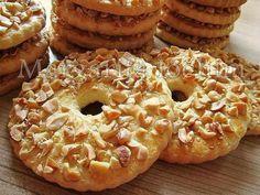 Sand rings with nuts / Culinary Universe Cookie Recipes, Dessert Recipes, Breakfast Recipes, Yummy Treats, Yummy Food, Good Food, Homemade Sweets, Ukrainian Recipes, Homemade Taco Seasoning
