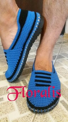 Crochet Sandals, Crochet Shoes, Diy Crochet, Crochet Cardigan Pattern, Crochet Patterns, Make Your Own Shoes, Crochet Flip Flops, Woolen Socks, Spring Boots
