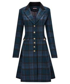 Made for long winter walks and cosy pub lunches, this wonderful longline jacket features a heritage-inspired check and rich velvet trims for a truly elegant style. Winter Dress Outfits, Casual Dress Outfits, Classy Outfits, Cool Outfits, Mode Tartan, Tartan Fashion, Sporty Fashion, Ski Fashion, Fashion Women