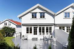 FINN – ULLERN - Attraktivt enderekkehus med meget gode solforhold i barnevennlig… Home Fashion, Screens, Real Estate, Mansions, House Styles, Glass, Home Decor, Canvases, Decoration Home