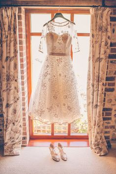 Justin Alexander wedding dress | English barn wedding | Upwaltham Barn | Sussex wedding | Story & Colour Photography | London