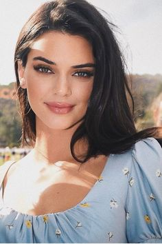 Kendall Jenner Hairstyle Kendall Jenner Beauty Face in 2020 Kendall Jenner Make Up, Kendall Jenner Outfits, Kendal Jenner Hair, Model Tips, Beste Leggings, Estilo Jenner, Jenner Makeup, Tips Belleza, Kardashian Jenner