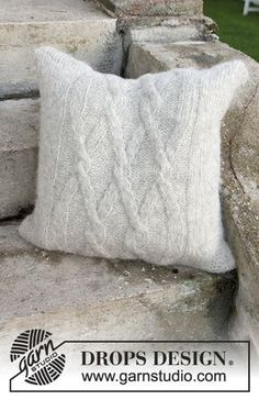 Knitted DROPS pillow case with cables in Air. Free pattern by DROPS Design.