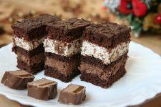 Výborný zákusok so šľahačkou a s krémom s čokoládky Mars. Romanian Desserts, Resep Cake, Good Food, Yummy Food, Chocolate Desserts, No Cook Meals, Cake Recipes, Sweet Tooth, Sweet Treats