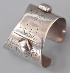 fine silver Egyptian cuff with silver stamp 19th c (info@singkiang.com)