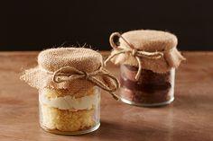 O bolo no pote é uma lembrança fácil de fazer e muito cirativa