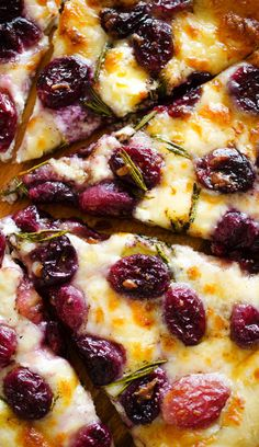 Cheesy Roasted Grape Pizza - Packed with savory roasted grapes and three kinds of cheese. | Savorystyle.com