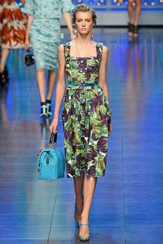 Not loving the print (Is that kaimito? Seriously?) but I love the cut. Dolce & Gabbana »  Spring 2012 RTW »