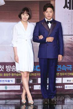 韓国・ソウルの韓国文化放送(MBC)で行われた、新ドラマ「偉大な糟糠の妻 위대한 조강지처 The Great Wives」の制作発表会に臨む、女優のカン・ソンヨン(左)と俳優のアン・ジェモ(2015年6月11日撮影)。(c)STARNEWS ▼16Jun2015AFP MBC新ドラマ「偉大な糟糠の妻」の制作発表会、ソウルで開催 http://www.afpbb.com/articles/-/3051864 #강성연 #姜成妍 #Kang_Sung_yeon #안재모 #安在模 #Ahn_Jae_mo