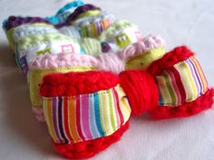 A tutorial... ♥ How To Crochet A Sweet Little Bow.
