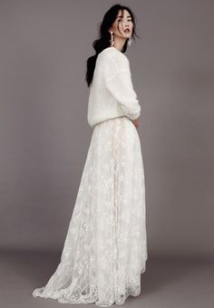 Pretty Fall | Love White! Beautiful outfit: knitted sweater & maxi lace skirt