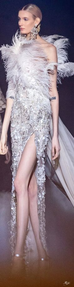 Spring 2021 Haute Couture Elie Saab Haute Couture Paris, Elie Saab Couture, Haute Couture Fashion, Fashion Show, Fashion Design, Couture Dresses, Fashion Sketches, Evening Gowns, Beautiful Dresses