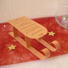 Décoration de mariage sur le thème de la montagne : marque-place sapin et menu luge/cabine téléphérique