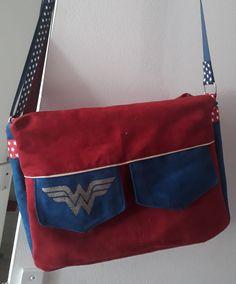 Besace Zip-Zip Wonder Woman cousue par Maud - Patron Sacôtin