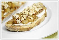 Cocinerando | Recetas de Cocina con Fotos: Tosta de Pera Caramelizada con Queso de Cabra y Avellanas