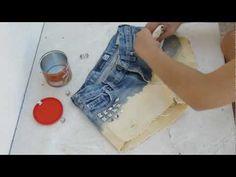 Para tingir os shorts misturei lixívia (água sanitária) com água da torneira, em partes iguais. E coloquei no sol, para acelerar o processo.  As tachas tirei de um cinto velho que tinha.  Usei lixa de papel para fazer os rasgões.    Music by Dan-O at DanoSongs.com