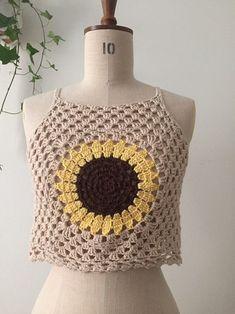 Beige sunflower crochet crop top, Size XS, 34 - Lilly is Love T-shirt Au Crochet, Bikini Crochet, Crochet Shorts, Crochet Fabric, Crochet Crop Top, Crochet Woman, Crochet Clothes, Woolen Tops, Crochet Summer Tops