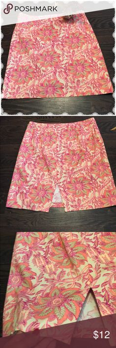 Pretty Floral Print Skirt by Jaclyn Smith Pretty little floral print t skirt by Jaclyn Smith. Worn a lot because it was a fav but remains in good condition. Jaclyn Smith Skirts