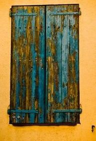 Rustic Painting Tips *For my dartboard idea Distressed Furniture, Painted Furniture, Diy Furniture, Distressed Wood, Distressed Shutters, Building Furniture, Furniture Direct, Furniture Stores, Furniture Design