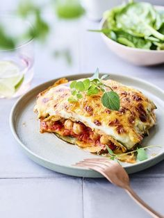 Moussaka of sweet potato, chickpeas and zucchini - I. milk and cheese use almond milk and young organic goat cheese for the sauce. You replace flo - Greek Recipes, Raw Food Recipes, Veggie Recipes, Vegetarian Recipes, Healthy Recipes, I Love Food, A Food, Go Veggie, Clean Eating