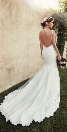 Backless gown with lace train