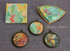 """""""Twinchie"""" on the top left, pin on the top right, and 3 pendants (in ready-made bezels). The lower left pendant yielded a fun batik look, the center one is from the same style of gilded path as the top two pieces, and the bottom right pendant was made from scraps from another gilded path sheet. All made using Tina Holden's Gilded Paths Tutorial. February 2015 #jainniejenkins #gildedpaths #polymerclay Polymer Clay Tools, Polymer Beads, Polymer Clay Jewelry, Resin Jewelry, Diy Jewelry, Jewelry Making, Jewlery, Clay Baby, Precious Metal Clay"""