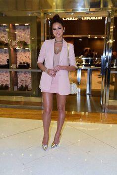 Bruna Marquezine roubou a cena durante um evento de moda nesta quarta-feira…