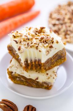 Carrot Cake Blondies - all the flavor of a classic carrot cake baked into easy-to-bake bars! Carrot Cake Blondies - Carrot Cake Blondies - all the flavor of a classic carrot cake baked into easy-to-bake bars! 13 Desserts, Delicious Desserts, Dessert Recipes, Easter Recipes, Easter Desserts, Recipes Dinner, Drink Recipes, Bar Recipes, Oreo Dessert