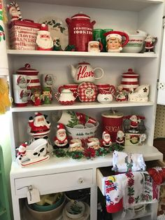 38 Festive Rustic Farmhouse Christmas Decor Ideas to Make Your Season Both Merry and Bright - The Trending House Christmas Booth, Christmas Past, Cozy Christmas, Country Christmas, Christmas Holidays, Christmas Shopping, Xmas, White Christmas, Christmas Displays