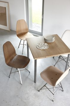 Wooden Spoinq chairs and table Ranq