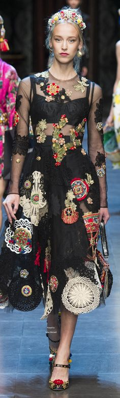 latin chic floral and chiffon couture en trend look for formal gowns and ball wear that alice loves Dolce & Gabbana Spring 2016 RTW Catwalk Fashion, High Fashion, Fashion Show, Womens Fashion, Fashion Design, Fashion Trends, Fashion Spring, Fashion Tips, Mode Chic