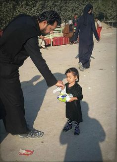 Cute girl want to go with her family to my leader Imam Hussein