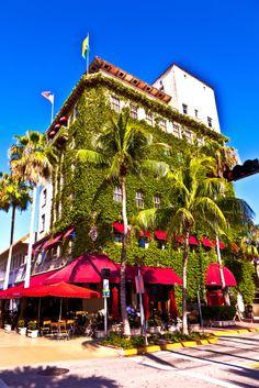 Típica constricción de estilo #artdeco, en la tropical ciudad de #Miami. Al sur de la #Florida hay rincones fabulosos para conocer y recorrer, llenos de la alegría única de un ambiente latino en una ciudad norteamericana.  http://www.bestday.com.mx/Miami-area-Florida/ReservaHoteles/