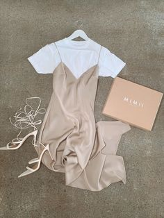 Mode Ootd, Dressing, Just A Little, Beautiful Outfits, Athletic Tank Tops, Women Wear, Classy, Satin, Autumn