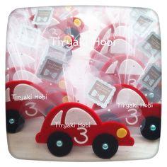 ♥ Tiryaki Hobi ♥: Keçe bebek şekeri / doğumgünü magneti - araba (TUNA)