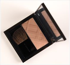 Natural Blush or Contouring for Light skintones! Burberry Earthy Light Glow Natural Blush.