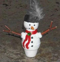 Baby Snowman Clay Pot Ornament | How cute is this DIY ornament? We love snowman crafts!