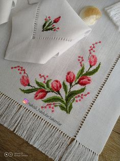 #crossstitch #crossstitcher #crossstitching #carpiisi #kanaviçe #kanavice #embriodery #etamin #elemegi #elisi #hobi #xstitch #xstitcher #créationpointdecroix #handmade #handmadewithlove #ceyizhazirliklari #yenigelinceyizi #nisanmasasi #sozmasasi #organizasyonmasasi Cross Stitch Designs, Cross Stitch Patterns, Embroidery Stitches, Hand Embroidery, Bear Design, Cross Stitch Rose, Bargello, Cross Stitching, Free Pattern