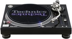 Technics sl 1200 Mk5 Black.  Want want want!