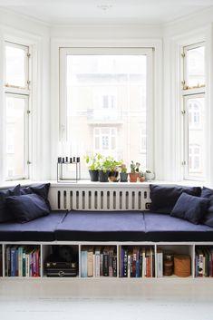 Cool indretning for få kroner Beige Sofa Decor, Decor, Dining Room Furniture, Home And Living, Daybed, Living Room Designs, Built In Daybed, Home Decor, Sofa Decor