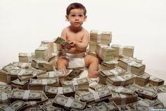 Картинка 700x469 | Ребёнок играется в огромной куче из пачек денег | Дети, Деньги,   Картинки детей с деньгами, фото
