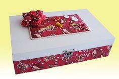 Caixa costura em madeira com pintura e revestimento em tecido,