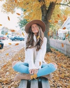 Copy blogger caitlin covington\'s fall outfits with the perfect hat Fall Photo Shoot Outfits, Fall Outfits For Work, Outfits With Hats, Casual Fall Outfits, Mom Outfits, Fall Winter Outfits, Autumn Winter Fashion, Spring Outfits, Fall Fashion