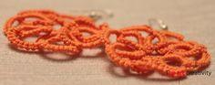 Orecchini realizzati con la tecnica del chiacchierino ad ago con filato di colore arancione. #orecchini #chiacchierino #handmade #arancione