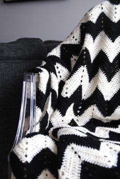 sthlmcalling - livet som fotbollsfru: Virkad filt, sick-sack mönster!