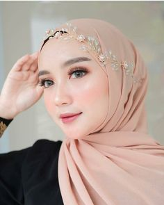 Login Benhard provides a wide range of modern Muslim hijabs online. Shop today for latest fashion Egyptian Headpiece, Vintage Headpiece, Floral Headpiece, Muslimah Wedding Dress, Hijab Bride, Wedding Dresses, Bridal Veils And Headpieces, Bridal Hair Updo, Headpiece Wedding